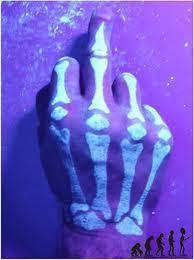 Tatuagens UV, visíveis só com luz negra