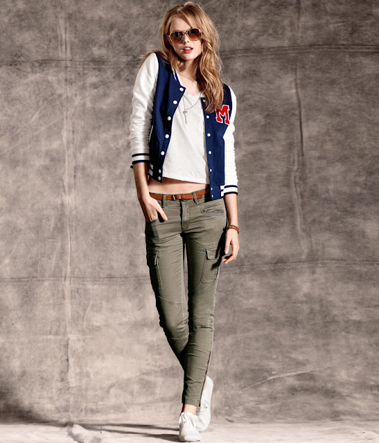 Frida Gustavsson Sexy in Jeans