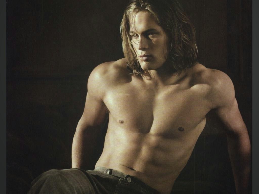 Australian Former Model Travis Fimmel Shirtless Images