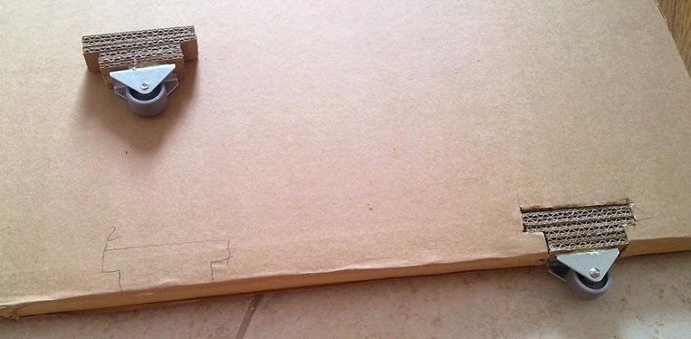 kółka do drzwi kartonowych | kółeczka przy drzwiach z kartonu