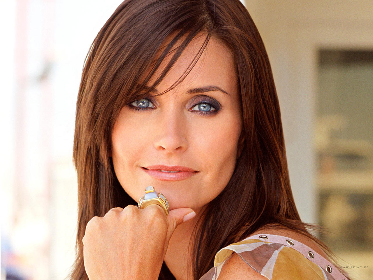 http://4.bp.blogspot.com/-4tm2jLn9onU/Th95O6F8vBI/AAAAAAAAAKE/uUueErkcJeQ/s1600/celebritati_courteney-cox1.jpg