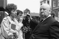 Anna Massey junto a Alfred Hitchcock en el rodaje de Frenesí