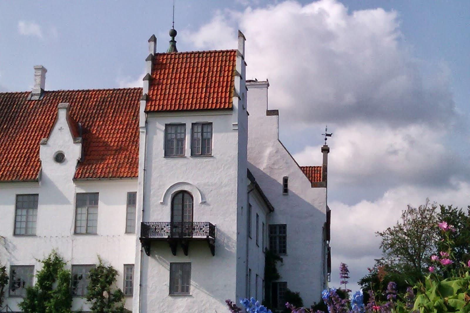 Slottet i mittennav SKåne Bosjökloster