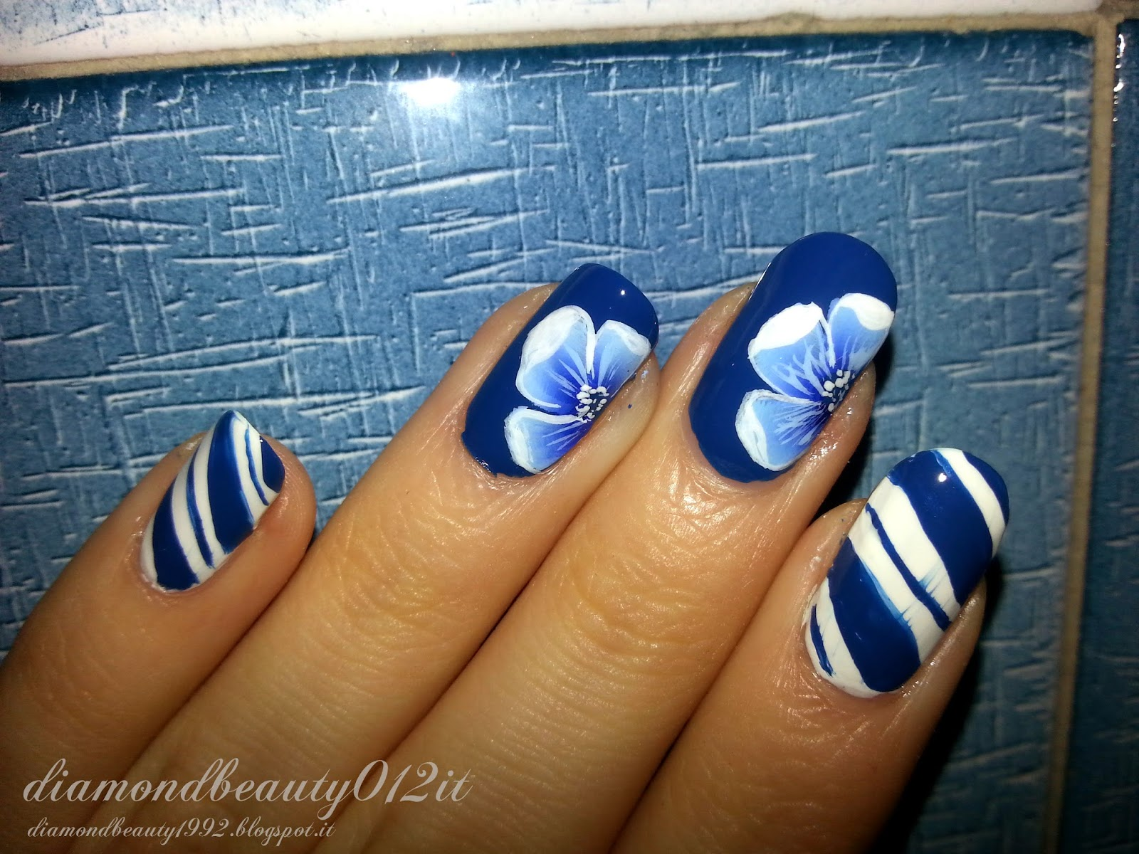 navy chic style nails flower