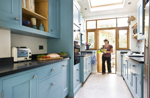 Some great ideas to turn small kitchens into galley for Two way galley kitchen designs