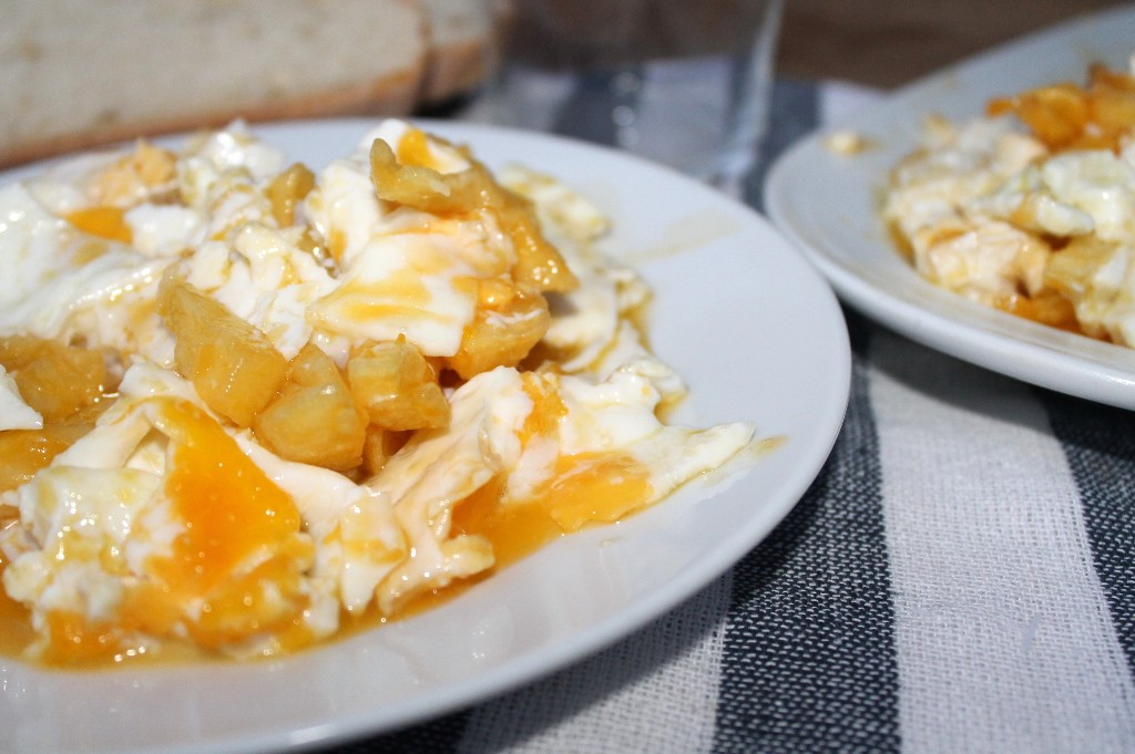 Yolanda pincholos cooking los huevos mas famosos de espa a los de casa lucio paso a paso - Casas de famosos en espana ...