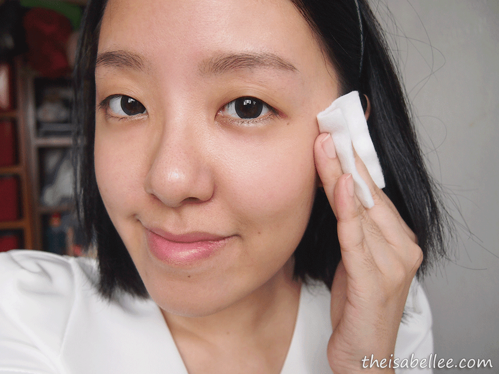 Applying Pure Beauty GeoAqua Ultra-Hydrating Toner