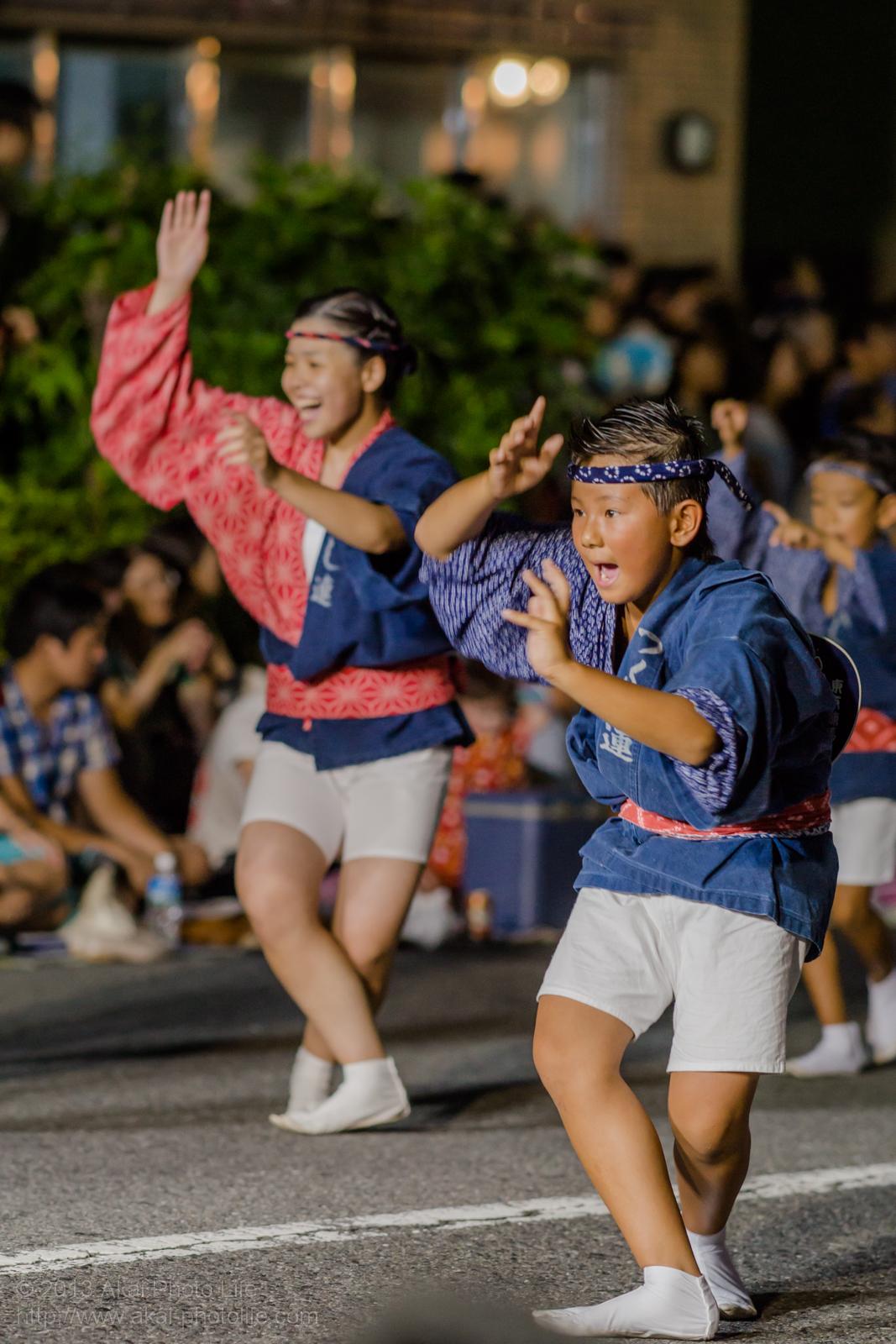 高円寺阿波踊り つくし連の子供による男踊り