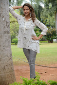 Lakshmi Manchu latest photo shoot gallery-thumbnail-9