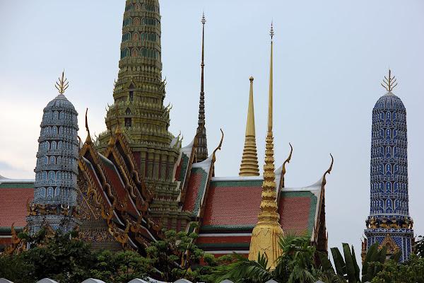 Tejados puntiagudos y torres - Gran Palacio Real de Bangkok