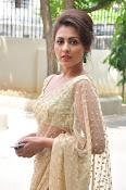 Madhu Shalini sizzling in saree-thumbnail-5