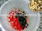 Chec aperitiv preparare reteta - adaugare feliute de ciuperci