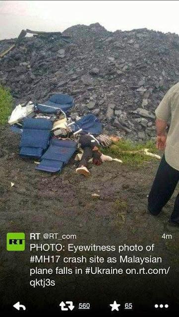 "Berikut beberapa keping gambar nahas MH17 www.satusabah.com  Sumber menyebutkan bahawa pesawat telah ditembak menggunakan ""The Buk Missile"" yang mana pelancar tersebut dilaporkan pernah dilihat oleh Associated Press di sebuah wilayah bernama Snizhne."