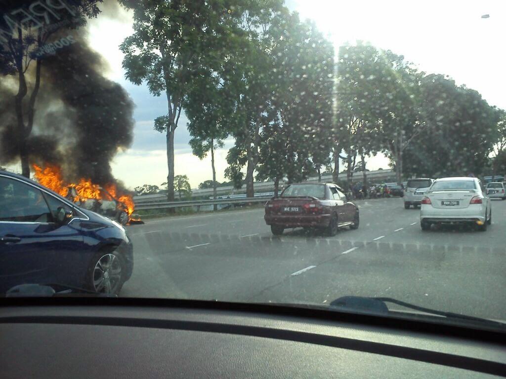 Kereta terbakar di Grand Saga