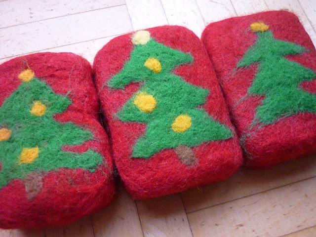 Weihnachtlich umfilzte Seifen
