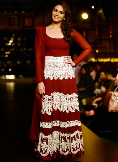 Uma Qureshi walked the ramp for Manish Malhotra at ICW-2014
