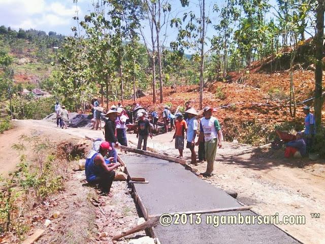 Pembangunan Jalan Tenggir Ngambarsari 1