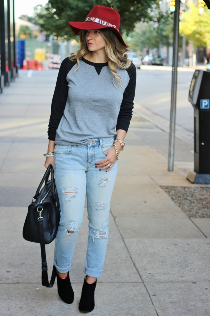 Ripped Skinny Jeans and Baseball Tee Fall Outfit
