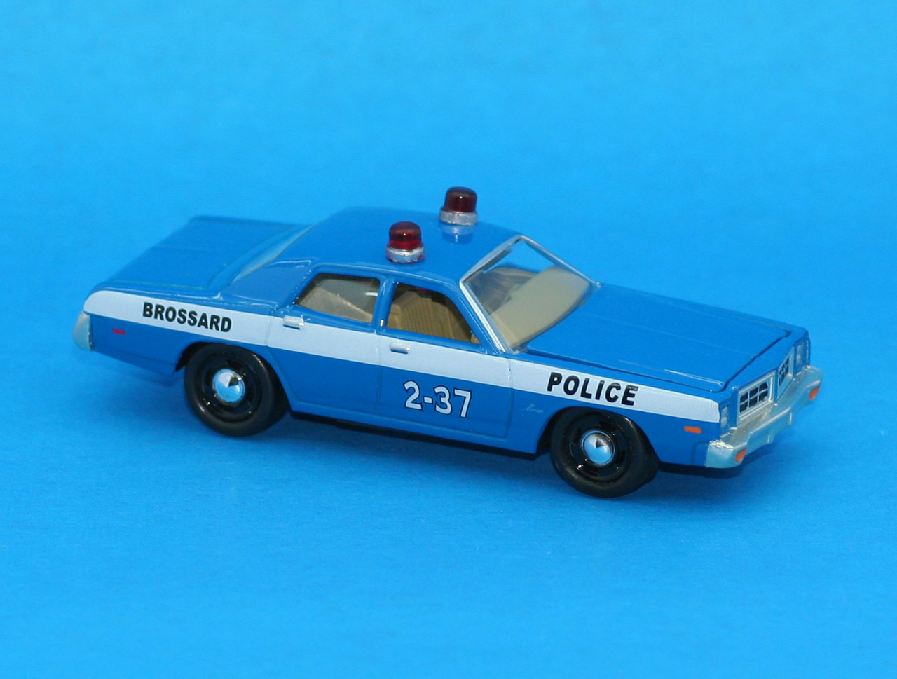 Incredible mini garage dodge monaco 1977 police brossard for Garage mini monaco
