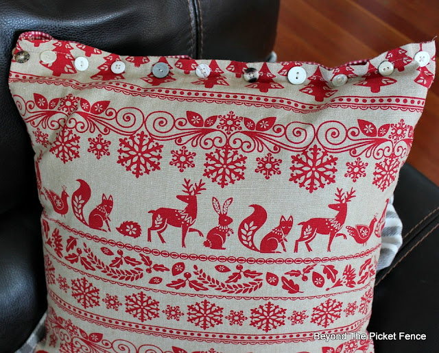 pillow, Christmas ideas, DIY, sewing, Christmas ideas, tea towels, Christmas decor, woodland, http://bec4-beyondthepicketfence.blogspot.com/2015/11/12-days-of-christmas-day-5-table-runner.html