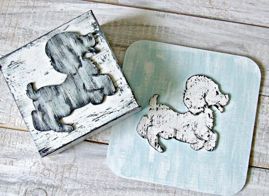"""Obrazek z pieskiem w stylu shabby chic do pokoju dziecięcego. Kolekcja """"Baby Blue""""."""