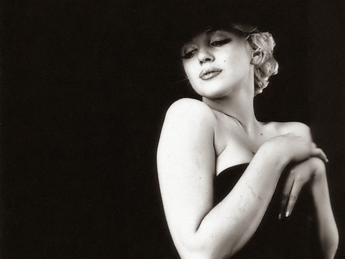 http://4.bp.blogspot.com/-4xGDWSav8ik/TdLNDTIOh4I/AAAAAAAAAF4/0_kdFi5uNyo/s1600/Marilyn_Monroe_Wallpaper_4_by_Catsya.jpg