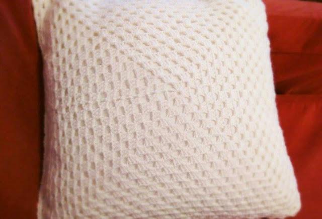 isoäidinneliö, virkattu tyynynpäällinen