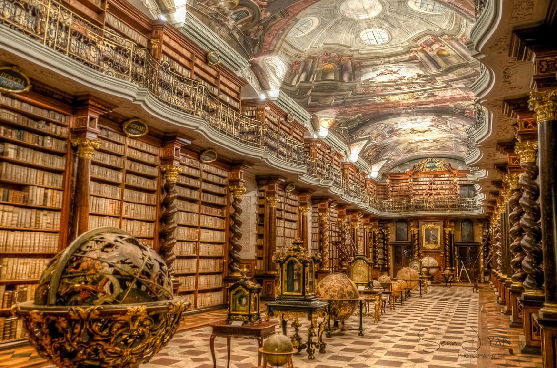 {1.º Andar} Biblioteca Antique+Library+in+Prague