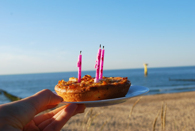little birthday cake, three candles, birthday wishes, girly birthday at the sea