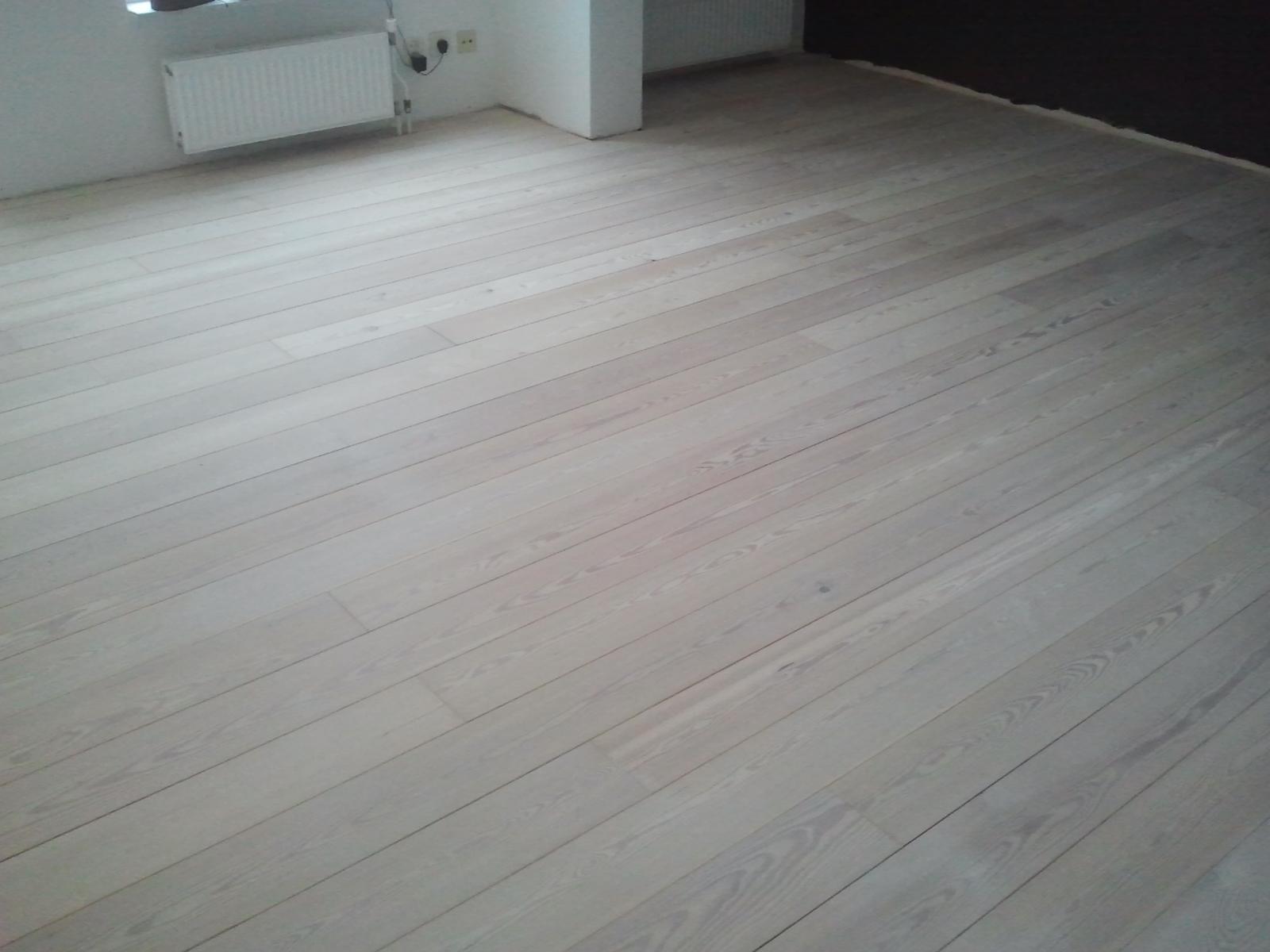 Het beitsen van een houten vloer   onderhoud van parket nl