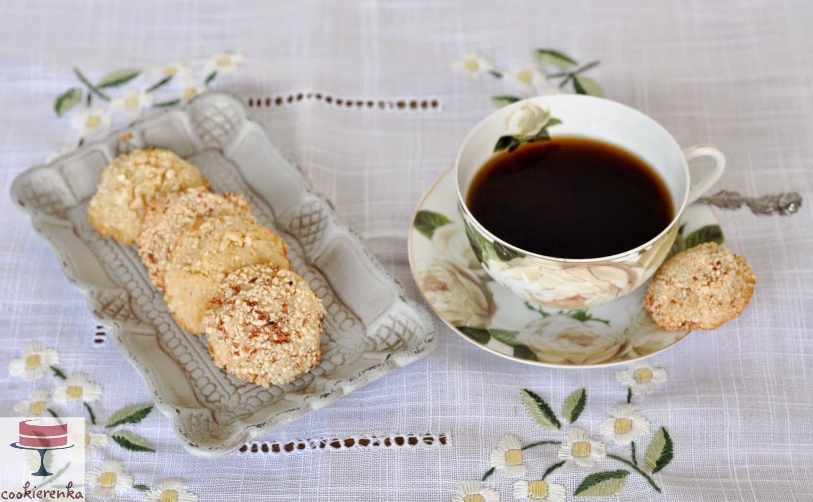 http://www.cookierenka.com/2014/06/miekkie-ciasteczka-migdaowe-recenzja.html