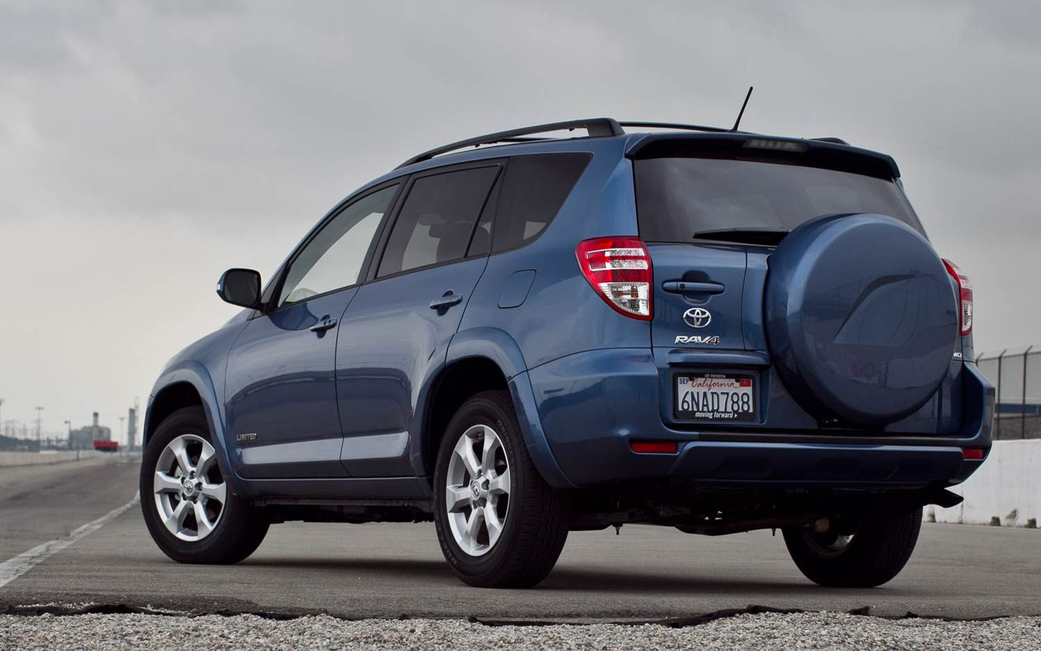 Toyota toyota rav 2013 : sports and home: Refreshing or Revolting 2013 Toyota RAV4::.