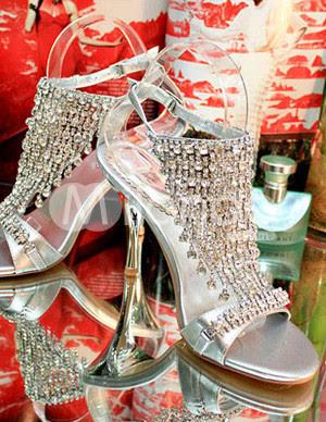 Sandales à talons pour les femmes d'argent