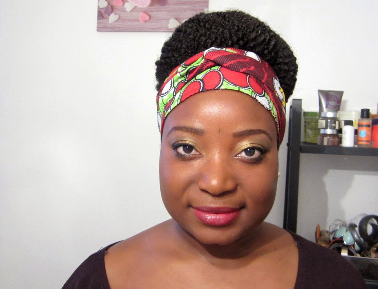 Coiffure: big bun afro kinky