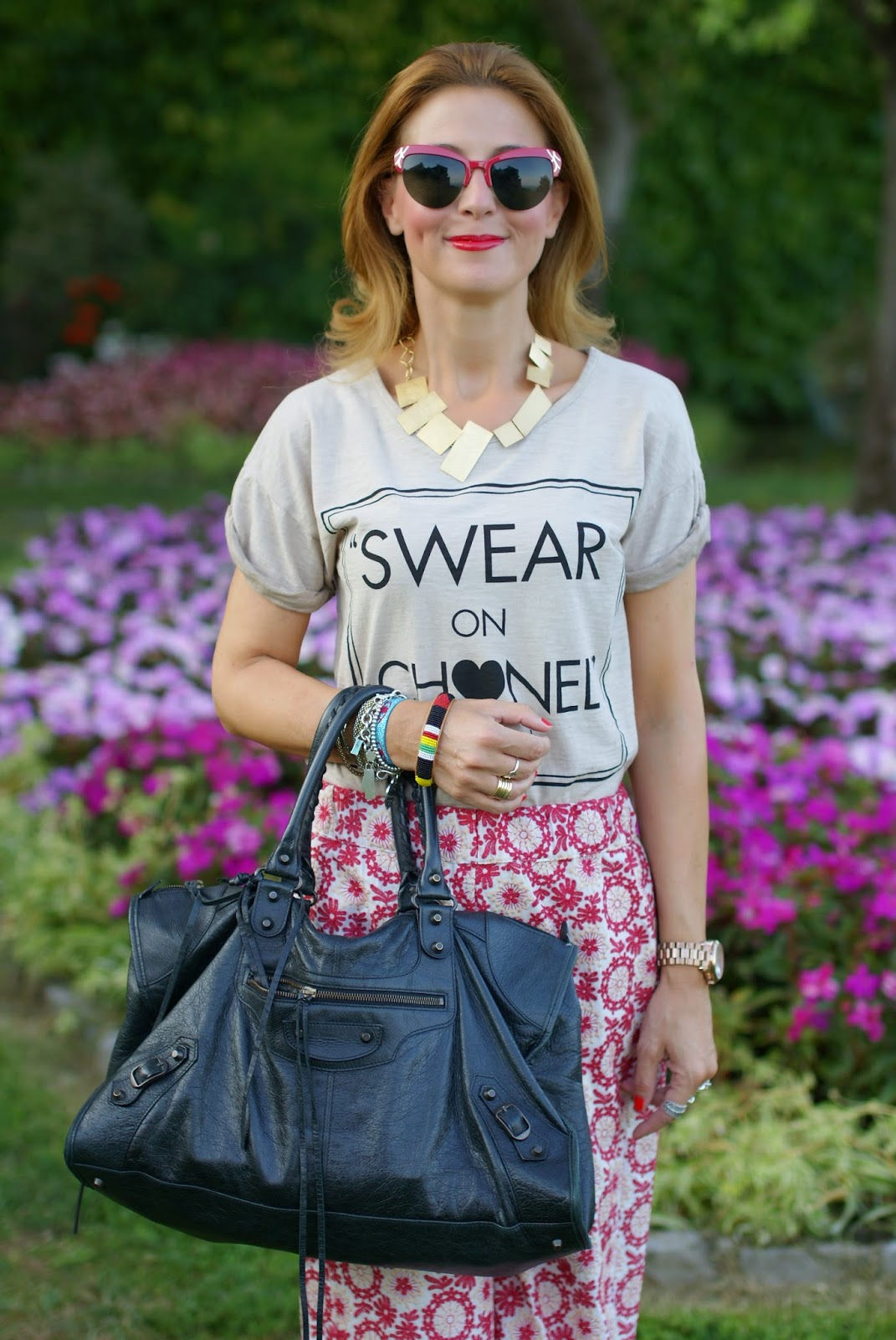 Swear on Chanel t-shirt, Vitti Ferria Contin collana dorata, Spitfire sunglasses, Balenciaga work bag, Rose a pois culottes pants, Fashion and Cookies, fashion blogger