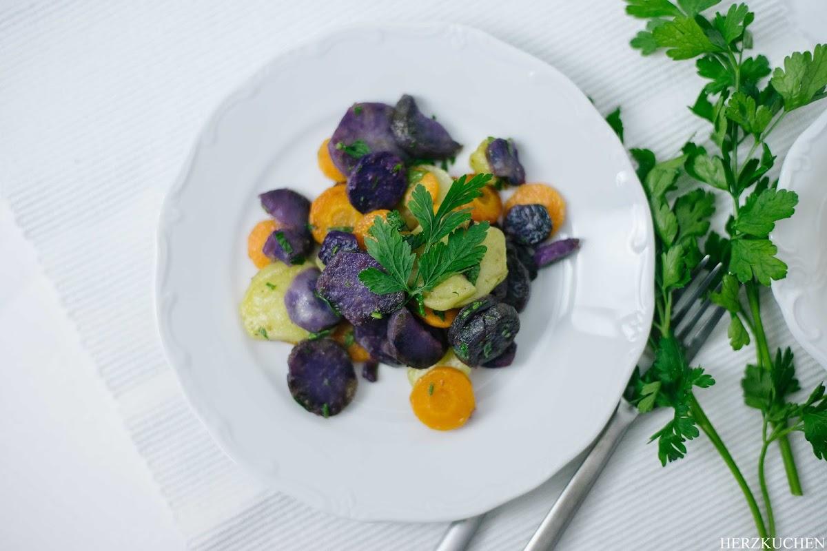 Kartoffel-Zitronen-Gemüse mit lila Kartoffeln