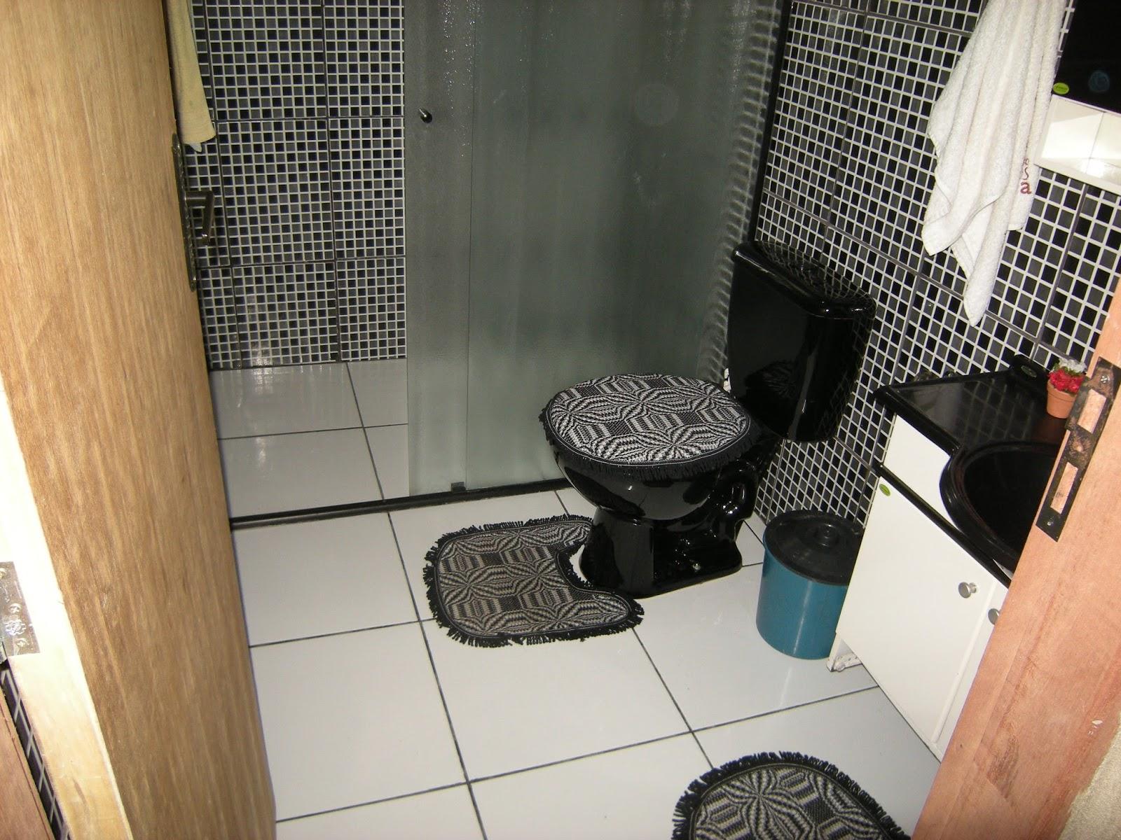#936738 Na verdade quem escolheu os revestimentos foi o marido mas com minha  1600x1200 px reforma banheiro preto e branco