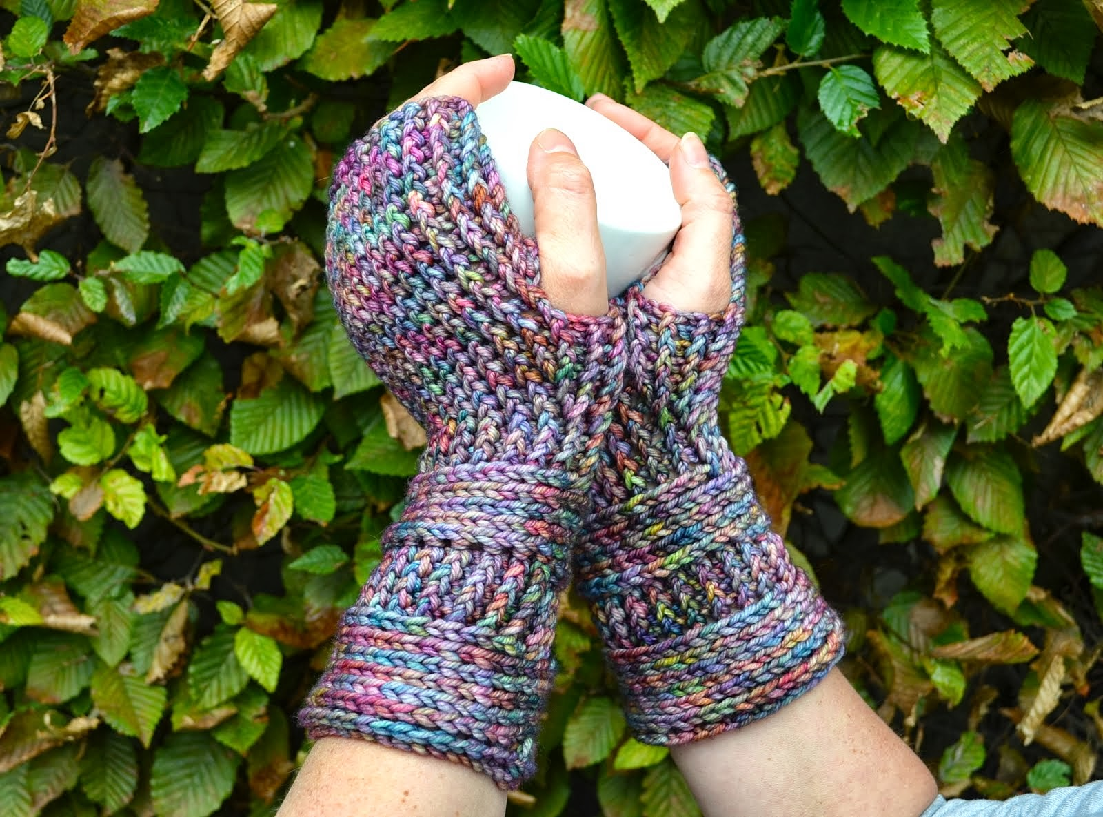 Pattern blue notes mittens