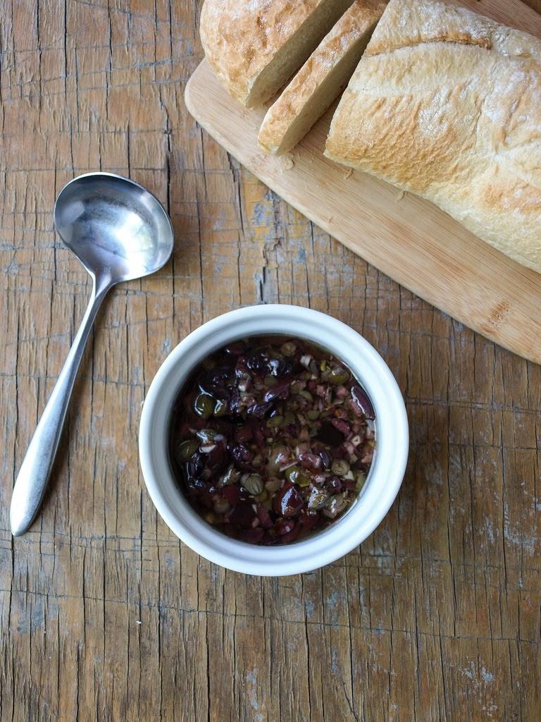 THE SIMPLE VEGANISTA: Heirloom Tomato Salad + Olive Bagna Cauda