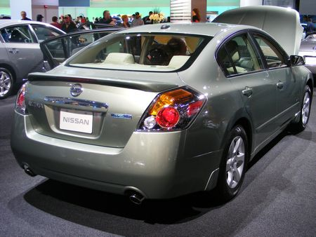 all type of autos nissan altima. Black Bedroom Furniture Sets. Home Design Ideas