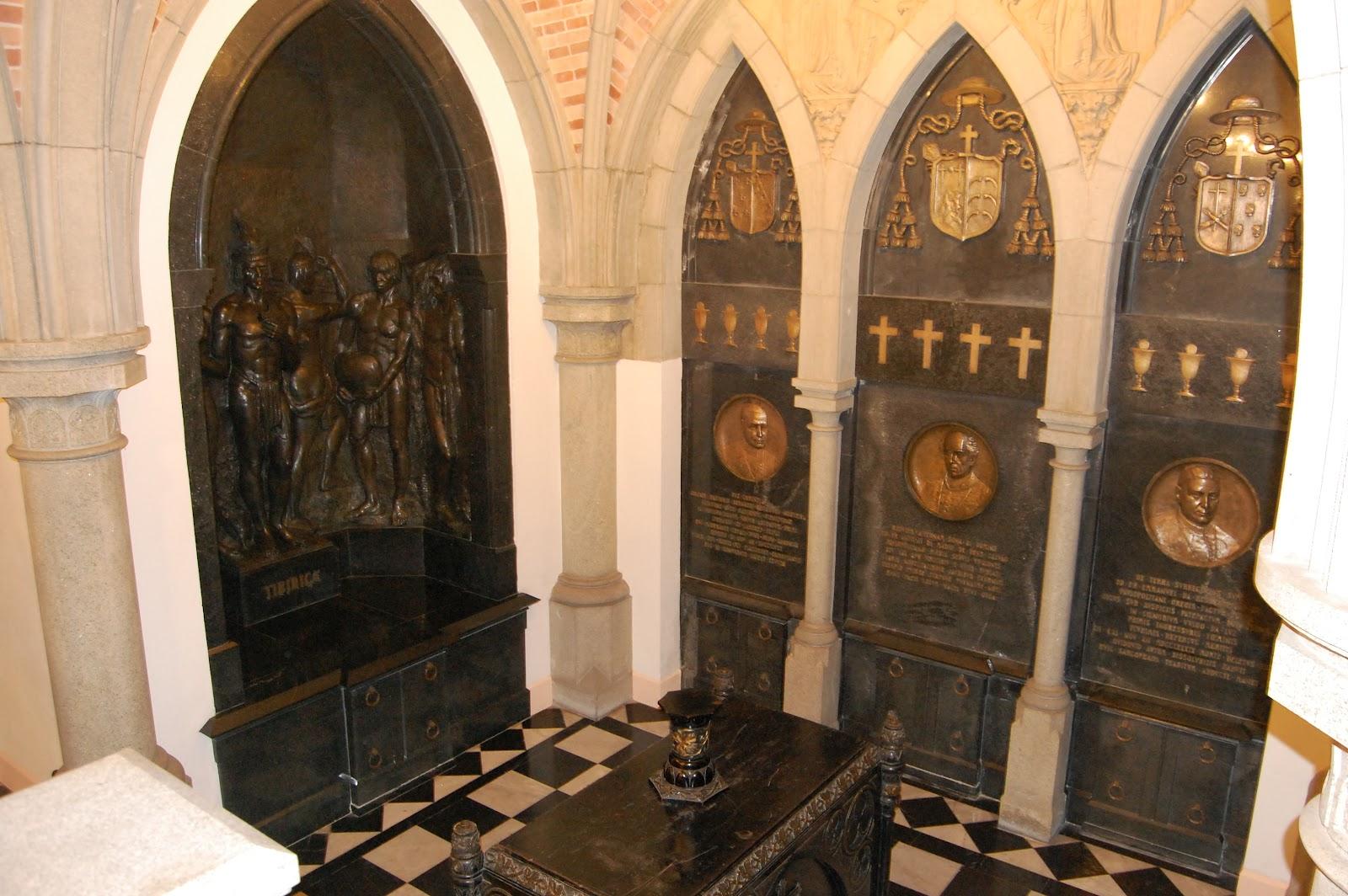 Na criptada catedral estão enterrados os restos mortais de vários  #BF7A0C 1600x1064
