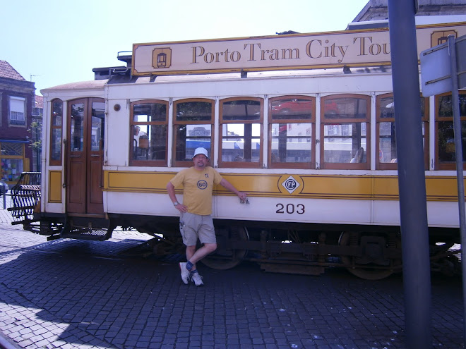 El Presidente next to an Oporto tram.
