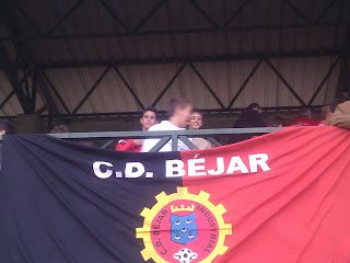 bandera del Béjar Industrial en elpalco del campo de futbol