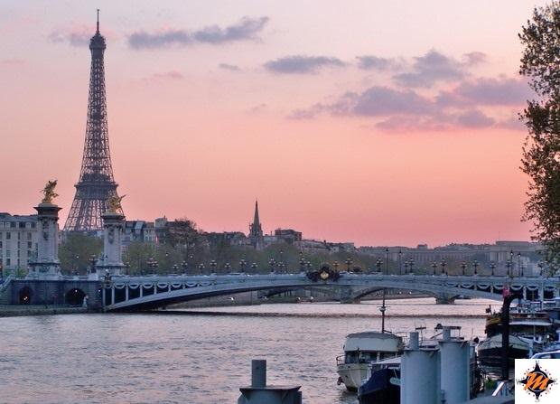 Parigi, tramonto sulla Senna