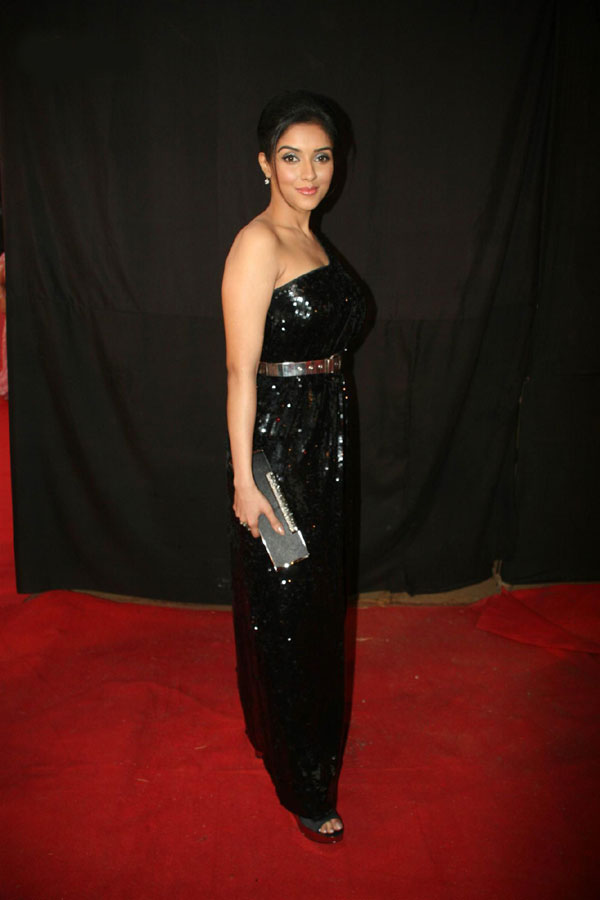 Asin Looks Gorgeous in Black Dress