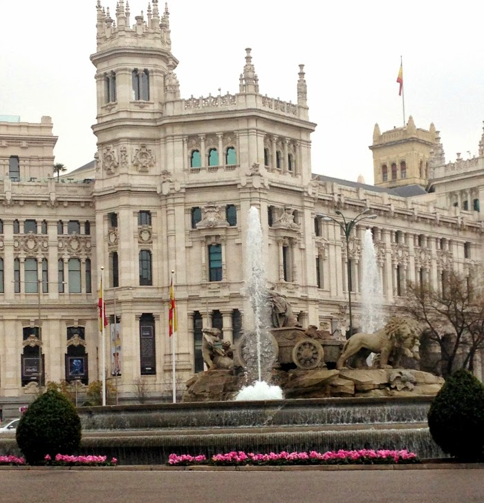 Letmecrossover_blog_michele_mattos_madrid_spain_espanha_parque_del_retiro_travel_trip_traveling_world_backpacking_puerta_de_alcala