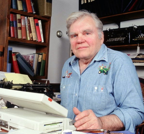 andy rooney final essay youtube Andy rooney tribute airs on '60 minutes' the andy rooney tapes his last regular appearance on '60 minutes' in new york in rooney's final essay.