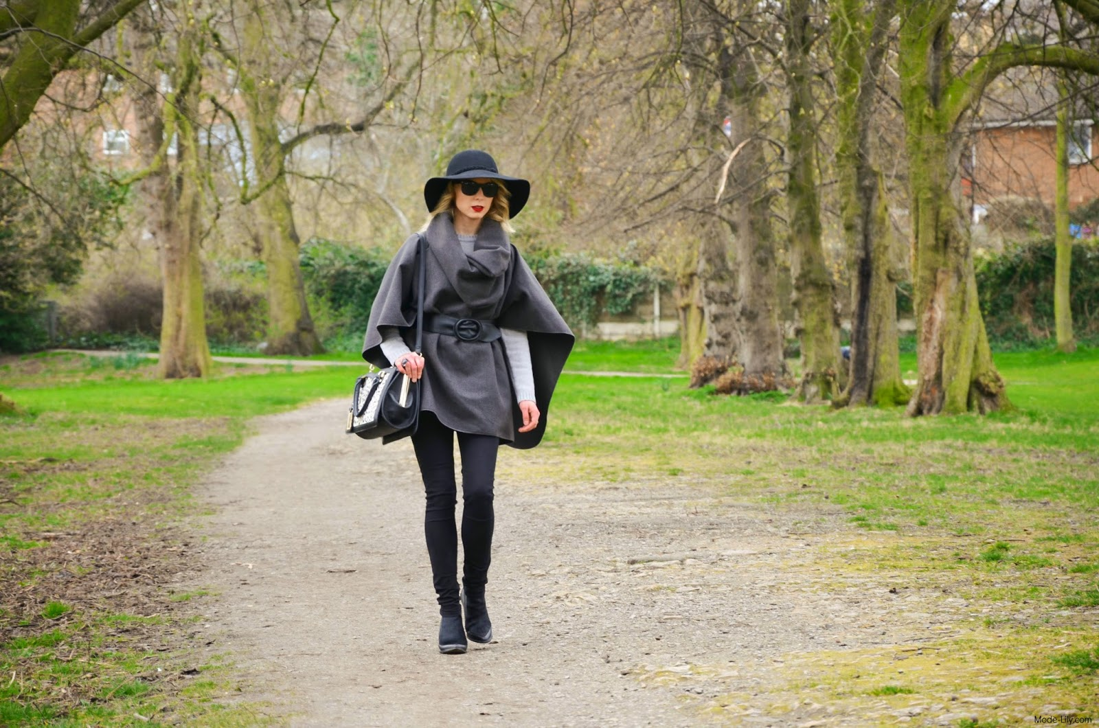 Outfit Post: The Story of one Grey Poncho