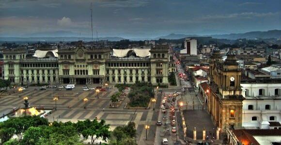 Palacio Nacional de Guatemala y Plaza de la Constitución