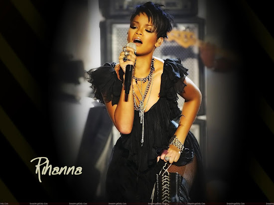 rihanna_hot_pictures_Fun_Hungama